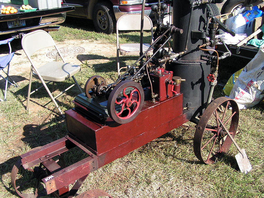 Small steam engine - Soule Live Steam Festival Meridian, MS 2011