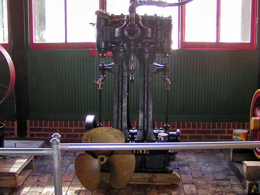 Marine vertical engine in the Steam Demonstratin Room - Soule' Steamfest 2011