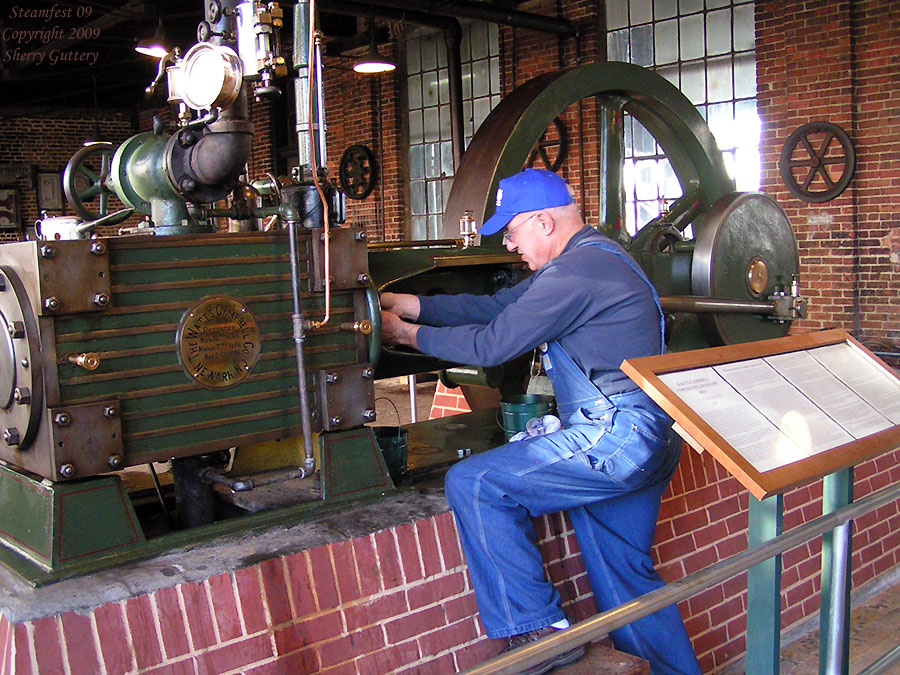 "Watt Campbell ""Corliss"" engine - checking and lubing the rod packing. Soule Live Steam Festival Meridian, MS 2009"